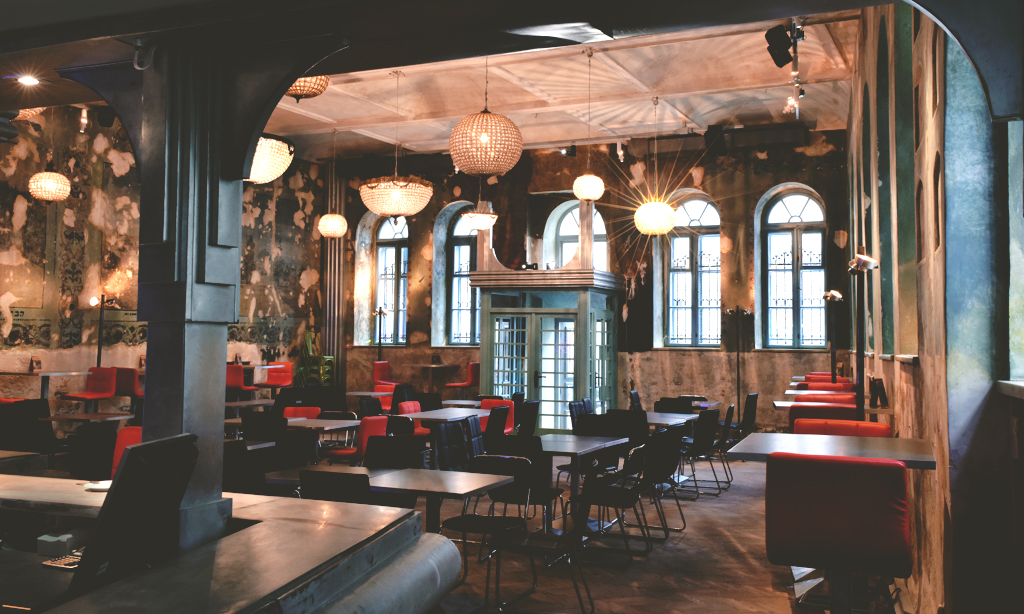 Wnętrze HEVRE – widok od strony baru
